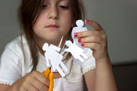 Was bedeutet Kindeswohl? (© hiddencatch – stock.adobe.com)