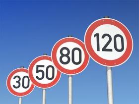 Verkehrszeichen Geschwindigkeitsbegrenzung Tempolimit Beachten