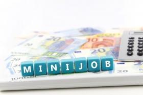 arbeitsvertrag minijob tatjana balzer fotoliacom - Arbeitsvertrag Muster Minijob