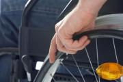 Keine Anschnallpflicht für Rollstuhlfahrer bei Straßenüberquerung