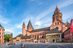 Mainz - Domplatz & Mainzer Dom (© pure-life-pictures / fotolia.com)