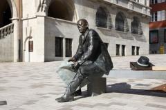 Skulptur vorm Rathaus in Albstadt-Ebingen (© Schlesier - Fotolia.com)