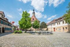 Altstädter Kirchenplatz Erlangen (© schulzfoto - Fotolia.com)
