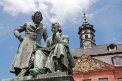 Brüder Grimm Denkmal in Hanau (© Veli Özenc - Fotolia.com)