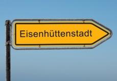 Straßenschild der Stadt Eisenhüttenstadt (© Thomas Reimer - Fotolia.com)