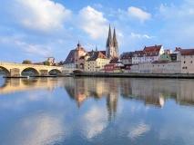 Regensburg Kathedrale und Steiner Brücke (© Mikhail Markovskiy - Fotolia.com)