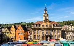 Marktplatz mit Rathaus in Schwäbisch Hall  (© animaflora - Fotolia.com)