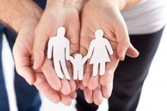 Adoption eines Kindes (© Jenny Sturm - Fotolia.com)