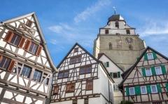 Fachwerkhäuser und Stiftskirche in Herrenberg (© Robert Schneider - Fotolia.com)