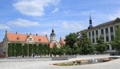 Marktplatz mit Rathaus in Riesa (© babelsberger - Fotolia.com)