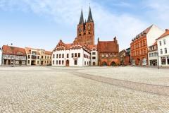 Markt in Stendal mit St. Marien und Rathaus (© fotobeam.de - Fotolia.com)
