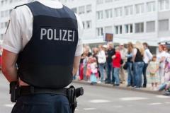 Polizeibeamter bei der Arbeit (© Heiko Barth - Fotolia.com)