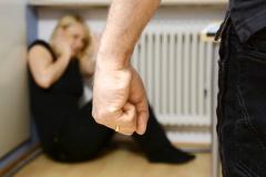 Opfer häuslicher Gewalt (© Dan Race - Fotolia.com)
