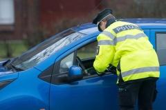 Verkehrsteilnehmer erhält Verwarnung wegen einer Ordnungswidrigkeit (© Benjaminnolte - Fotolia.com)