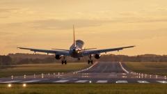Flugzeug beim Start (© Whitelook - Fotolia.com)