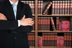 Anwalt in seiner Kanzlei (© Andrey Popov - Fotolia.com)