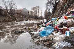 Umweltverschmutzung am Gewässer (© Mur162 - Fotolia.com)
