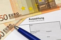 Auszahlung eines Wechsels (© hbrunnhuber - Fotolia.com)