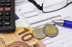 Umsatzsteuererklärung (© Dessauer - Fotolia.com)