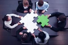 Fusion eines Unternehmens (© Alotofpeople - Fotolia.com)