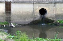 Wasserverschmutzung durch die Industrie (© Andriusaz - Fotolia.com)