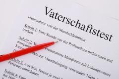 Merkbogen zum Vaterschaftstest (© Klickerminth - Fotolia.com)