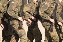 Bundeswehrsoldaten beim Drill (© Thaut Images - Fotolia.com)