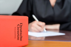 Rechtsanwalt für Handelsrecht in Coburg (© redaktion93 - Fotolia.com)