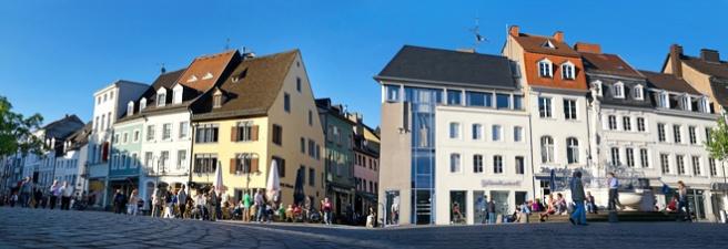 Saarbrücken St. Johanner Markt mit Brunnen  (© Petair - Fotolia.com)