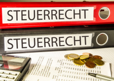Rechtsanwalt für Steuerrecht in Wiesbaden (© fotodo - Fotolia.com)